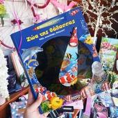 """Φώτισε τα σκηνικά με τον φακό που θα βρεις στο βιβλίο και ανακάλυψε τα θαλάσσια ζώα που κρύβονται στο σκοτάδι! 🔦 Γνώρισε τον μαγικό κόσμο της θάλασσας με τα ζώακια του και """"βυθίσου"""" στα μυστικά του! 🐳🐡🦈🐙🦀🐠🐚🌊 Καλημέρα και καλή εβδομάδα! 🌞 . . 🌐 www.psaltou.com 💙 . . #new #newin #books #bookstagram #bookstime #educationalbooks #educationalbookstore #seaanimals #sea #summer #summerreading #bookforsummer #booksforkids #timeforreading #timeforfun #timetolearn #bookstore #psaltoubookstore #psaltou #bookstoreskilkis #kilkiscity #eshop #shoponline #shopnow #eshopping #addtocart #addtocartkindaday #shoppingtherapy #shoppingforkids #shopfromhome"""